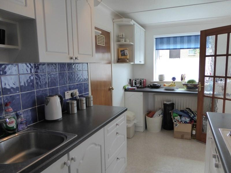 2 Bedrooms Apartment Flat for sale in Rutland Place, The Rutts, Bushey