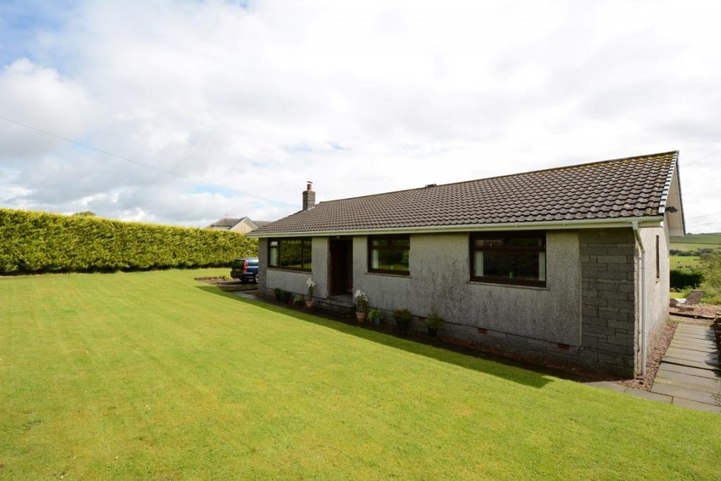 3 Bedrooms Bungalow for sale in Lintseedridge Farmhouse Lintseedridge, Dalry, KA24 5JU