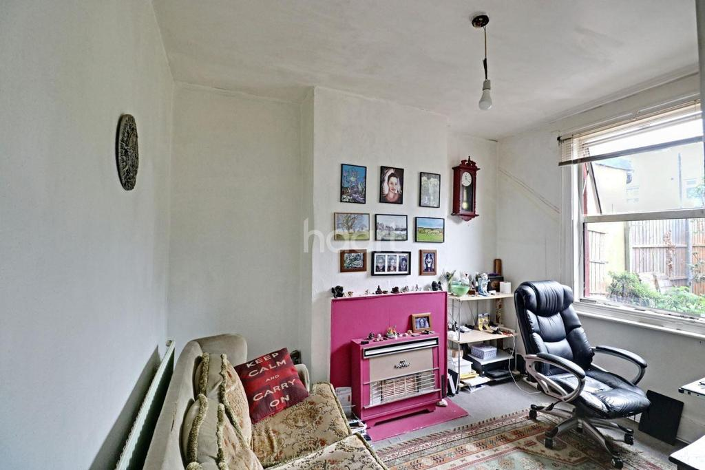 2 Bedrooms Terraced House for sale in Percy Road, Norwood Juntion, SE25