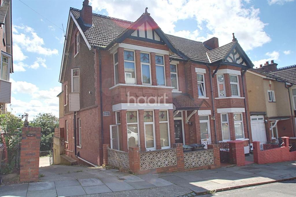 5 Bedrooms Semi Detached House for sale in Great Investment close to train station