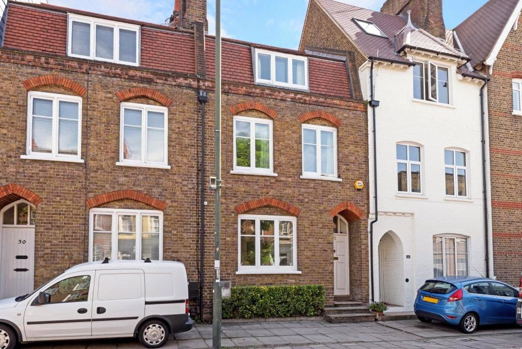 3 Bedrooms Terraced House for sale in Petersham Road, Richmond, Surrey, TW10