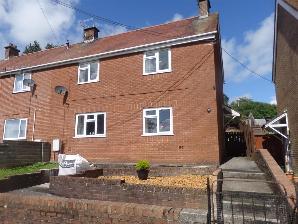 3 Bedrooms Semi Detached House for sale in Maes Yr Haf, Pwll, Llanelli