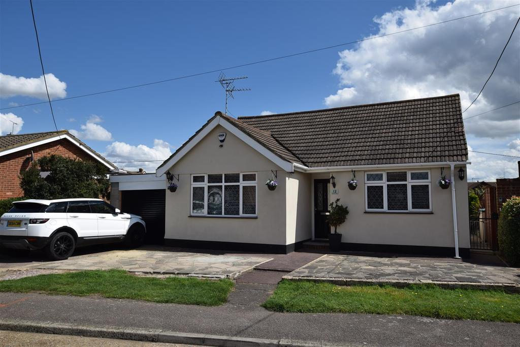 2 Bedrooms Detached Bungalow for sale in Temptin Avenue, Canvey Island
