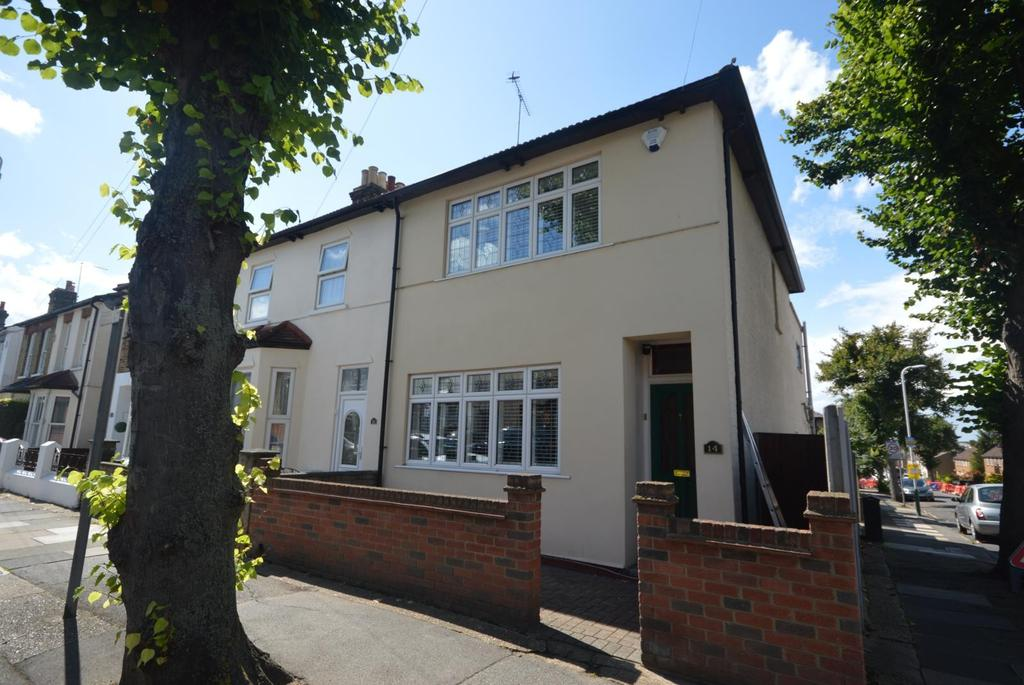 2 Bedrooms End Of Terrace House for sale in Globe Road, Hornchurch, Essex, RM11