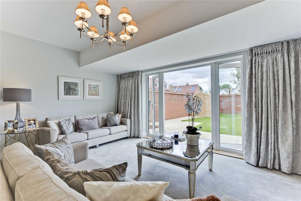 4 Bedrooms End Of Terrace House for sale in Roper Crescent, The Avenue, TW16