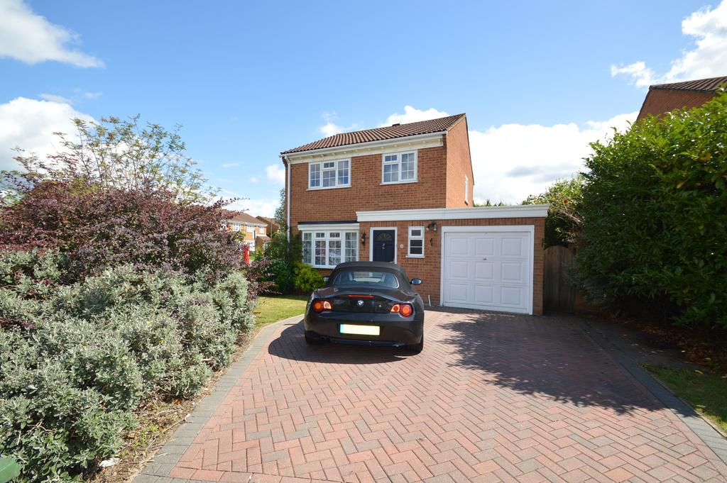 3 Bedrooms Detached House for sale in Colne Drive, WALTON ON THAMES KT12