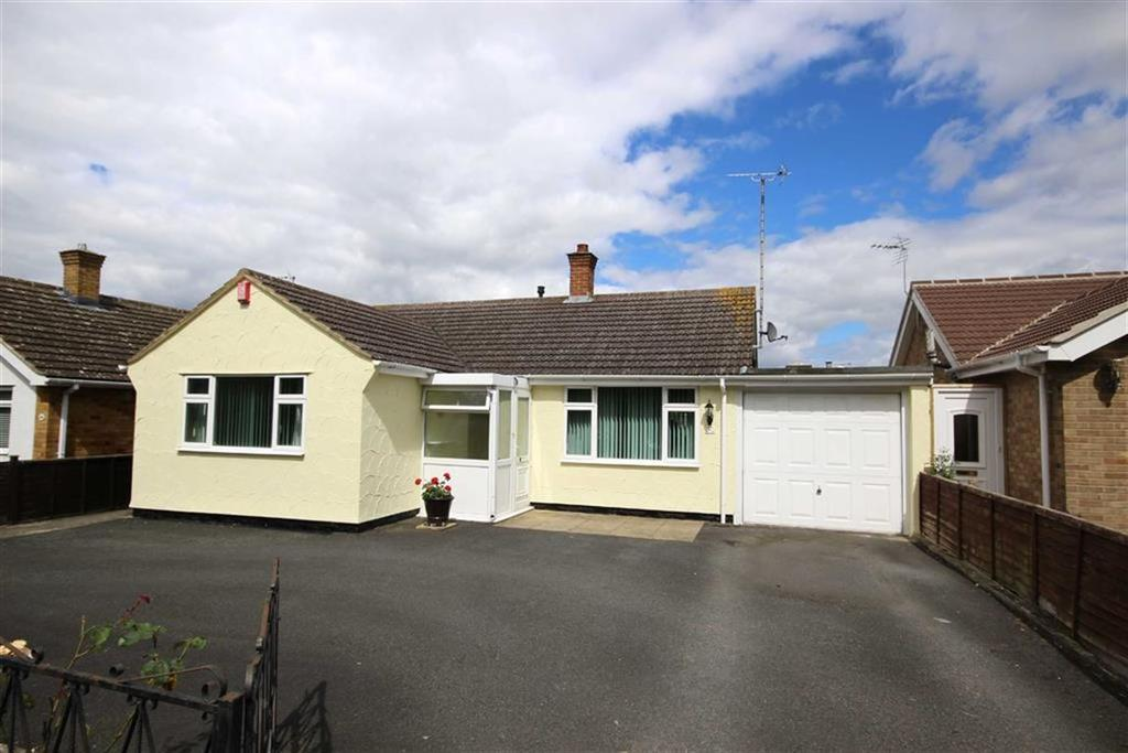 3 Bedrooms Detached Bungalow for sale in Farmfield Road, Warden Hill, Cheltenham, GL51