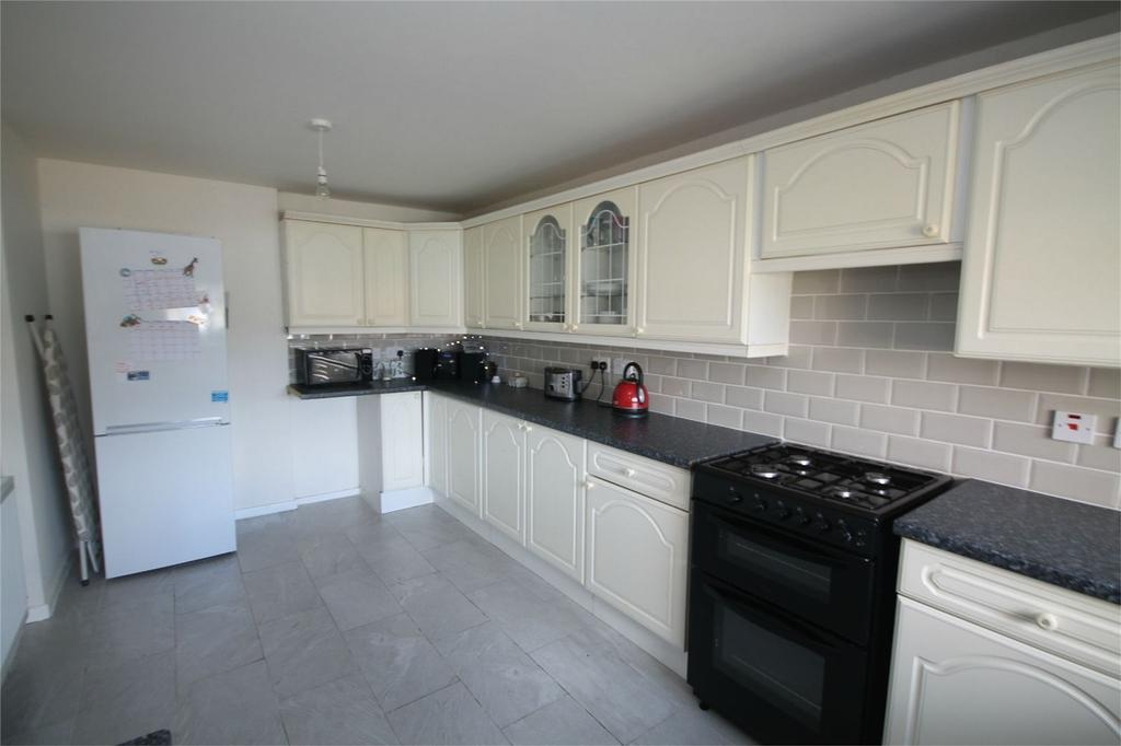 3 Bedrooms Terraced House for sale in Falcon Drive, Stanwell, Staines-upon-Thames, Surrey
