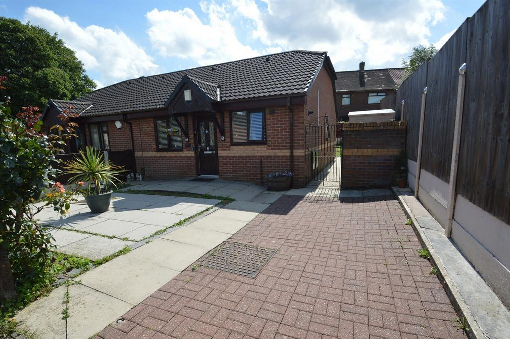 2 Bedrooms Semi Detached Bungalow for sale in Eckersley Close, MANCHESTER