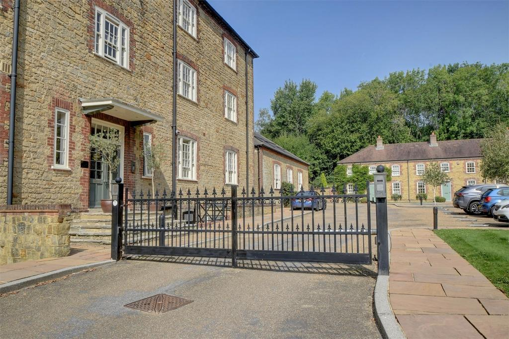 1 Bedroom Flat for sale in Budgenor Lodge, Dodsley Lane, Easebourne, MIDHURST, West Sussex