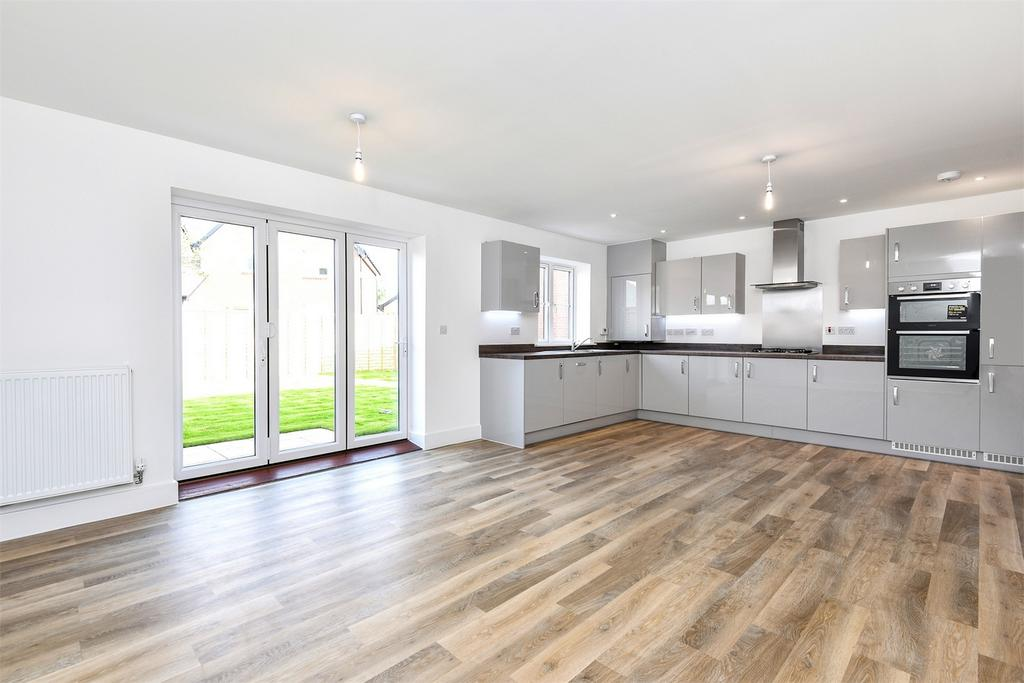 4 Bedrooms Detached House for sale in Bentley, Farnham, Hampshire