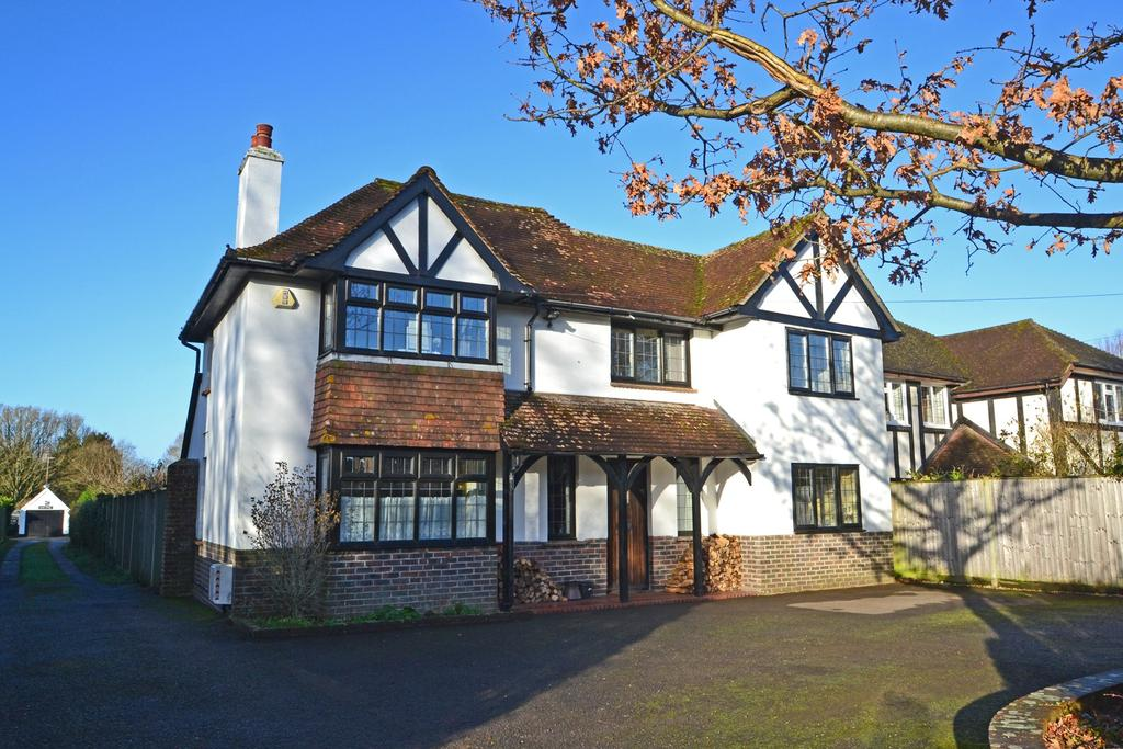 4 Bedrooms Detached House for sale in Storrington, West Sussex RH20