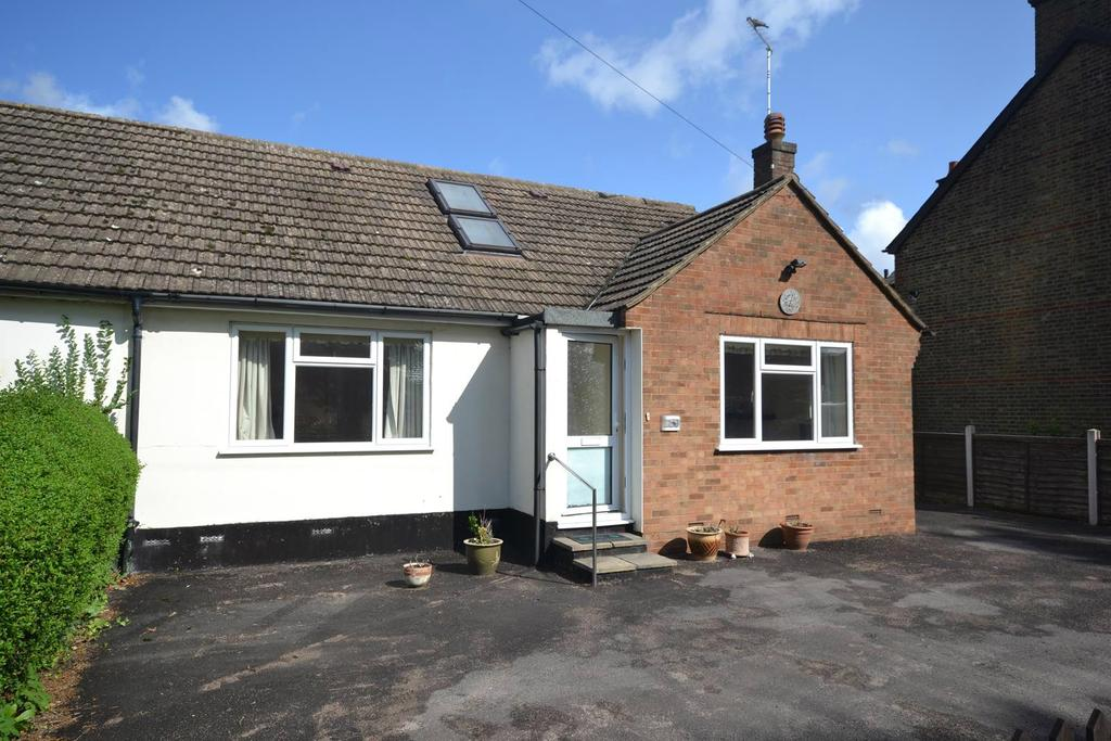 3 Bedrooms Chalet House for sale in Ongar Road, Writtle, Chelmsford, Essex, CM1