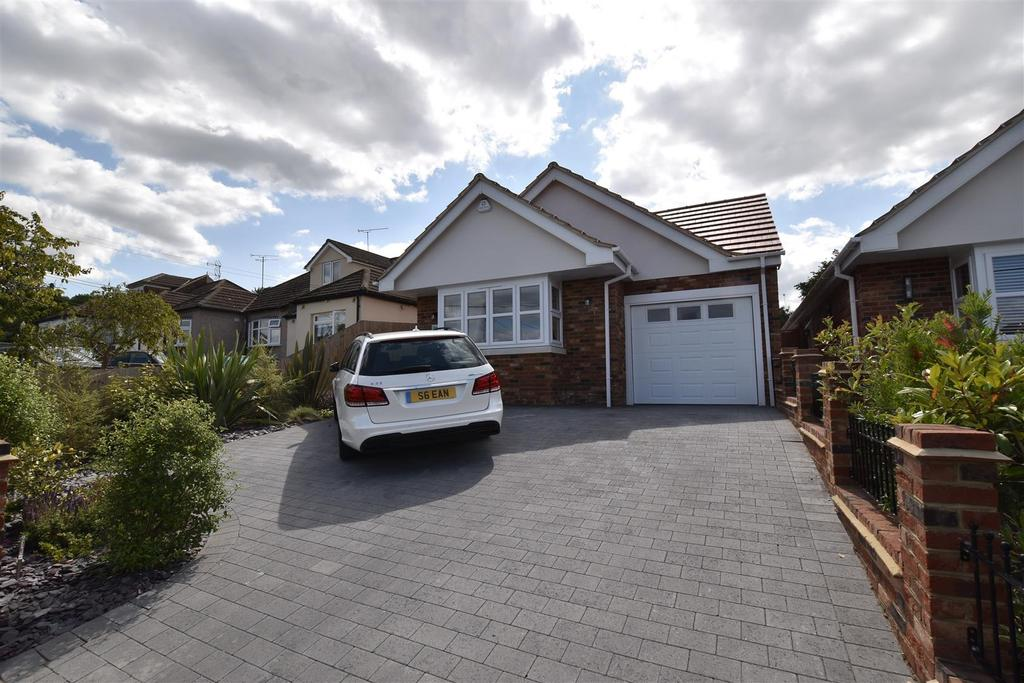 3 Bedrooms Detached Bungalow for sale in Mortimer Road, Rayleigh