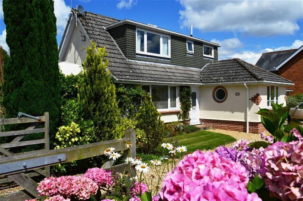 3 Bedrooms Chalet House for sale in Fairfield Close, Wimborne, Dorset