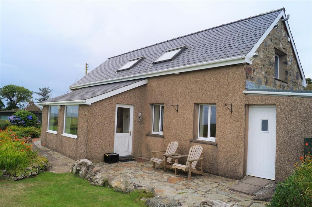 4 Bedrooms Detached House for sale in Garnfadryn