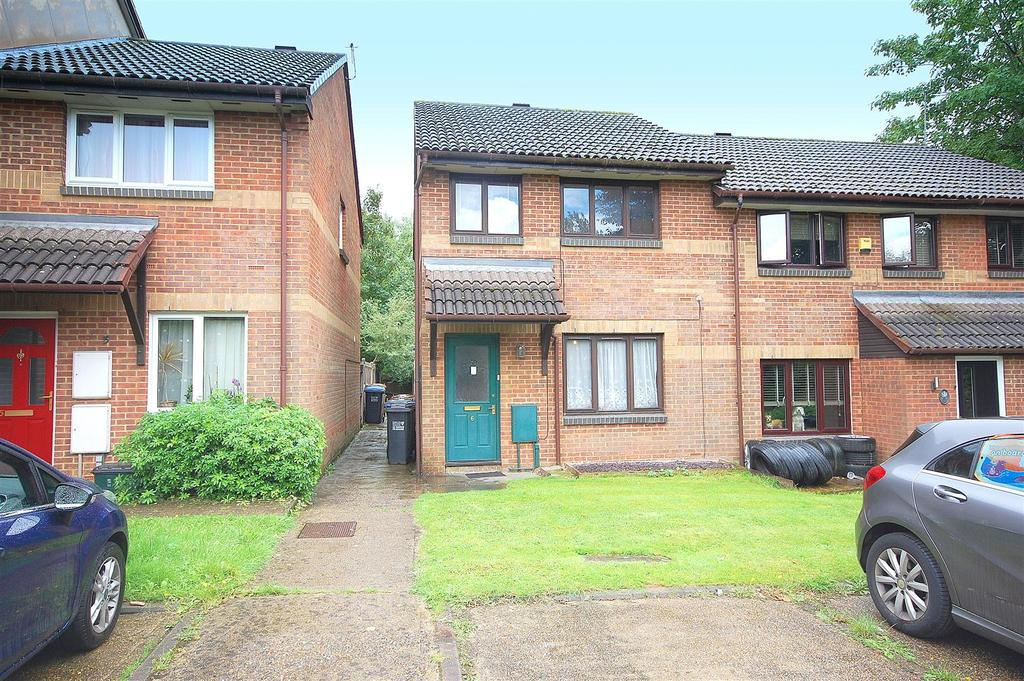 3 Bedrooms Semi Detached House for sale in Tudor Close, Hatfield