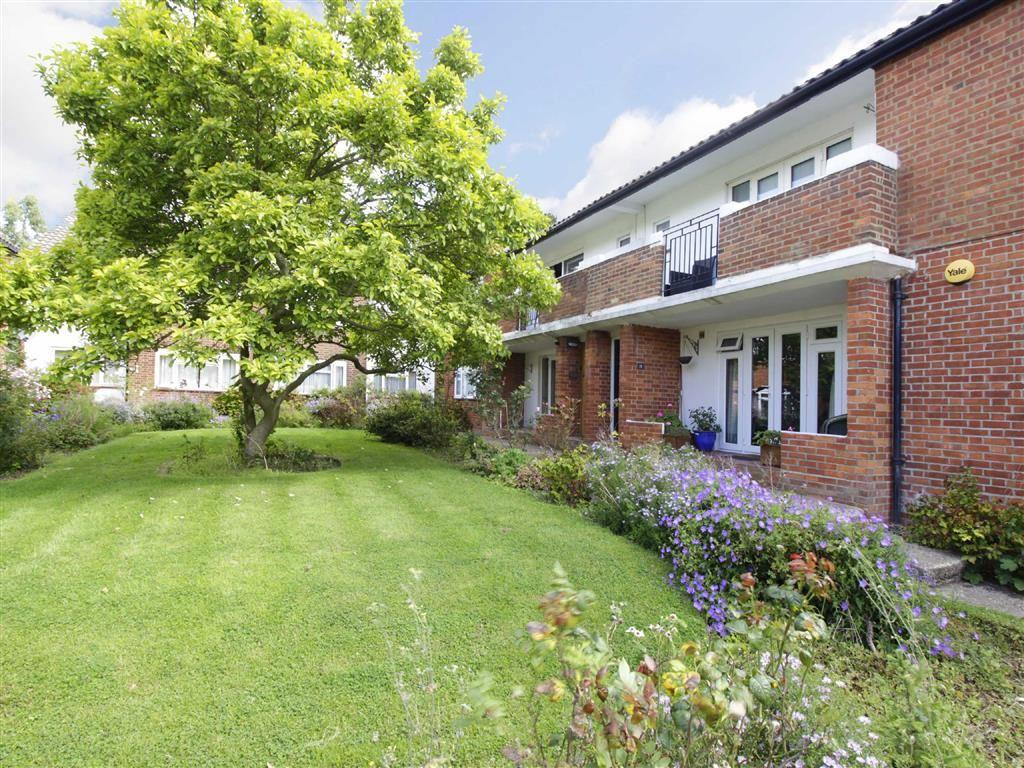 2 Bedrooms Flat for sale in Lorraine Court, Beckenham, Kent
