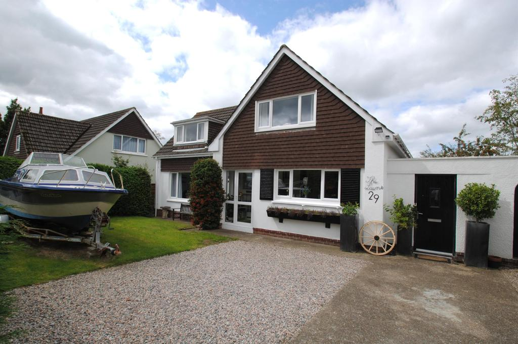 3 Bedrooms Detached House for sale in Elizabeth Drive, Barnstaple