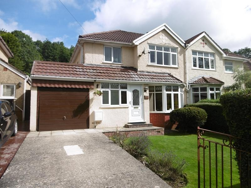 3 Bedrooms Semi Detached House for sale in Cambridge Gardens, Beaufort, Ebbw Vale, Blaenau Gwent.