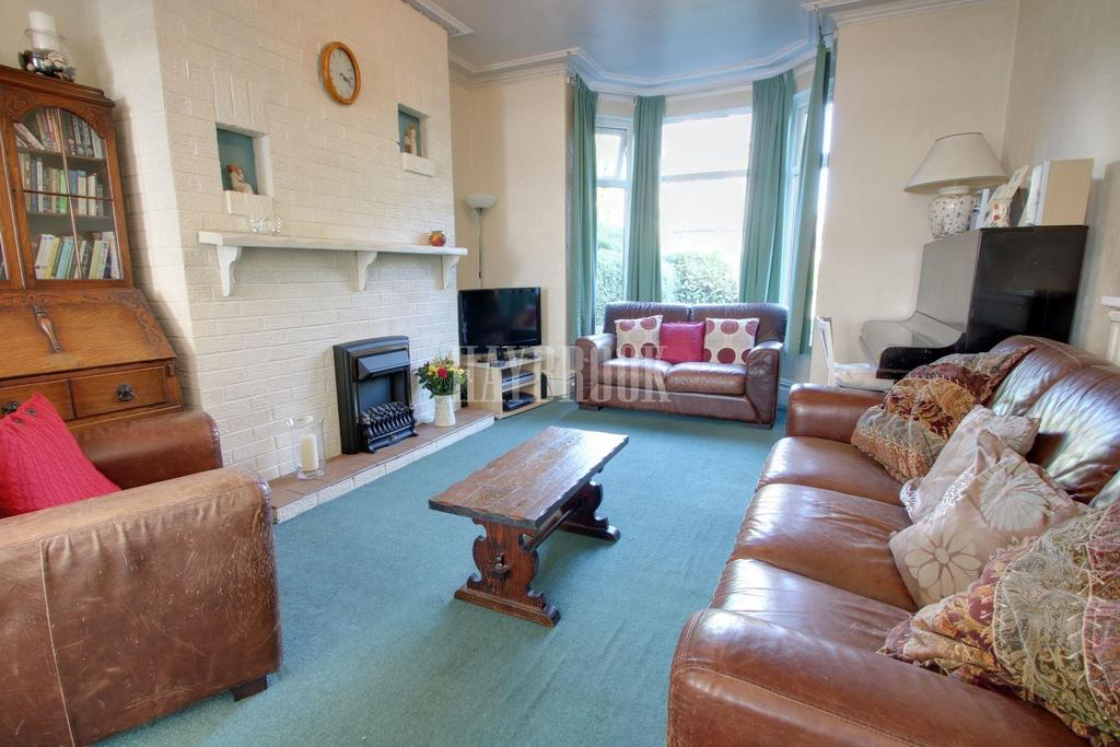 3 Bedrooms Semi Detached House for sale in Park Grove, Barnsley