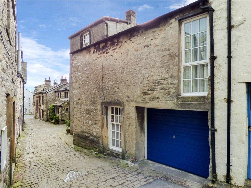 2 Bedrooms Unique Property for sale in Attermire Cottage, Castle Hill, Settle, North Yorkshire