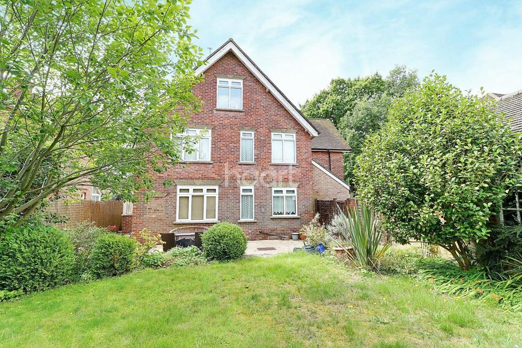 4 Bedrooms Detached House for sale in Crossways Road, Grayshott, Surrey
