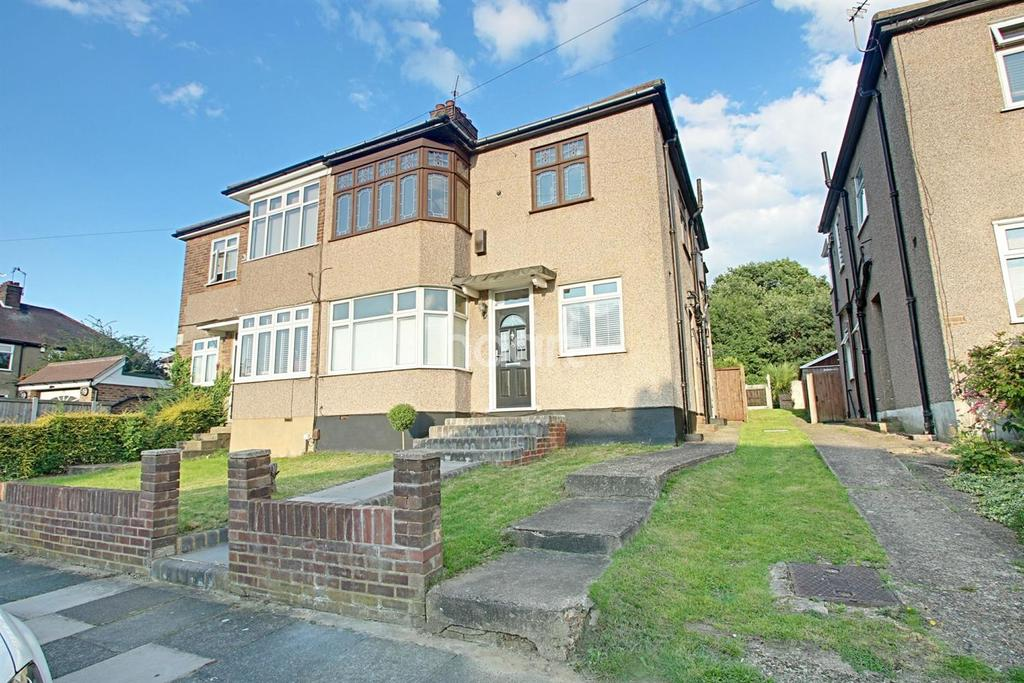 2 Bedrooms Maisonette Flat for sale in Boscombe Avenue, Hornchurch