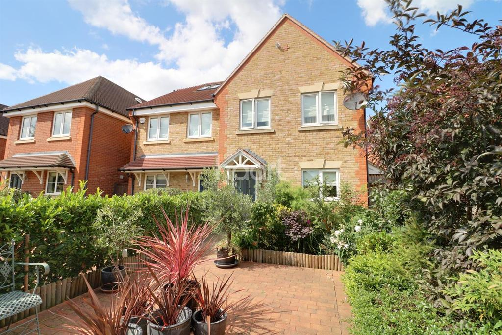 3 Bedrooms Semi Detached House for sale in St Mark's, Maidenhead.