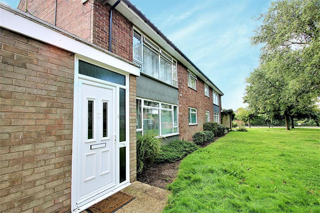 2 Bedrooms Maisonette Flat for sale in Dewberry Close, Colchester.