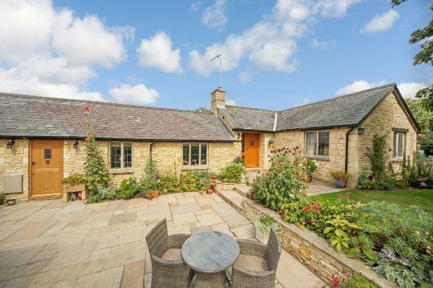 3 Bedrooms Detached Bungalow for sale in 24 Kingham Road, Churchill, Chipping Norton