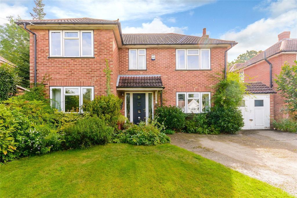3 Bedrooms Detached House for sale in The Uplands, Gerrards Cross, Buckinghamshire