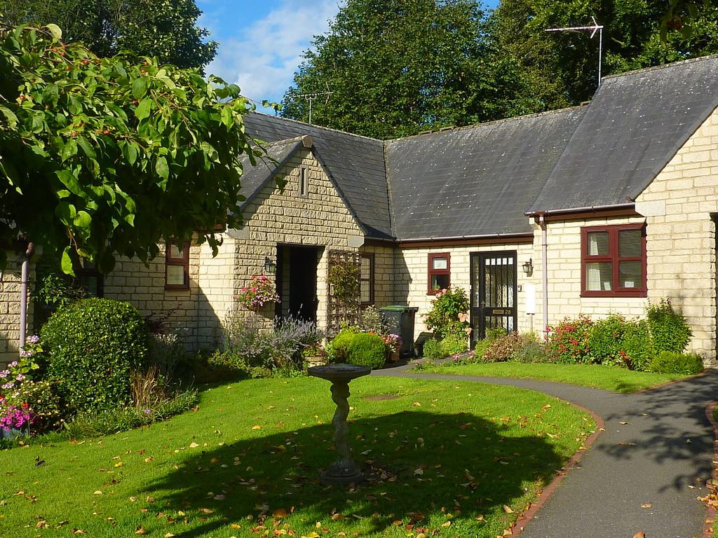 2 Bedrooms Terraced Bungalow for sale in Chipping Norton, Oxfordshire