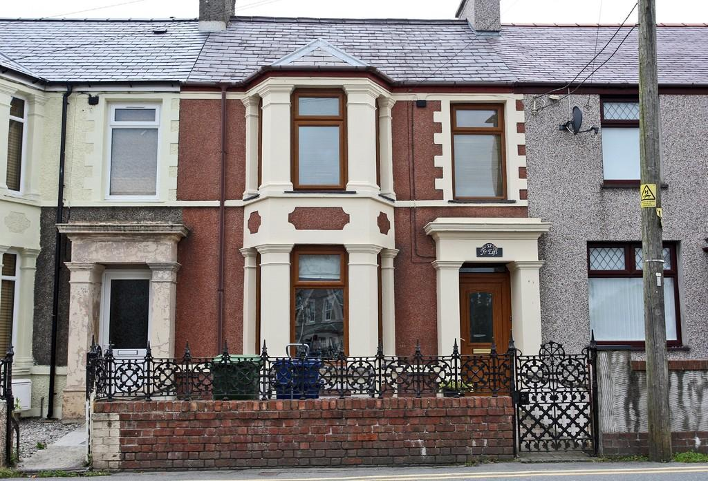 4 Bedrooms Terraced House for sale in County Road, Penygroes, North Wales