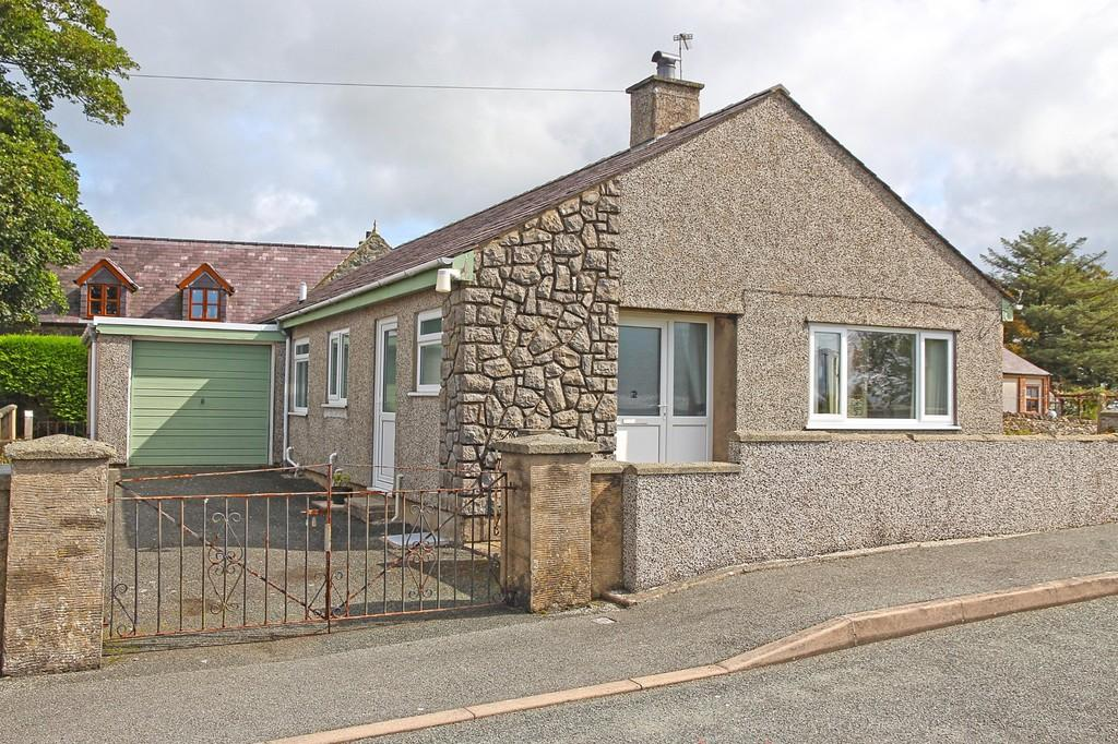 2 Bedrooms Detached Bungalow for sale in Maes Meilir, Bethel, North Wales