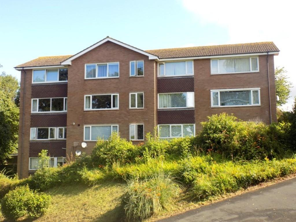 2 Bedrooms Ground Flat for sale in The Marles, Exmouth