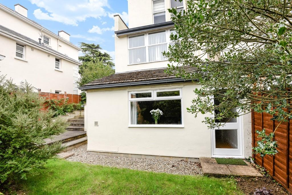 2 Bedrooms Apartment Flat for sale in Leckhampton