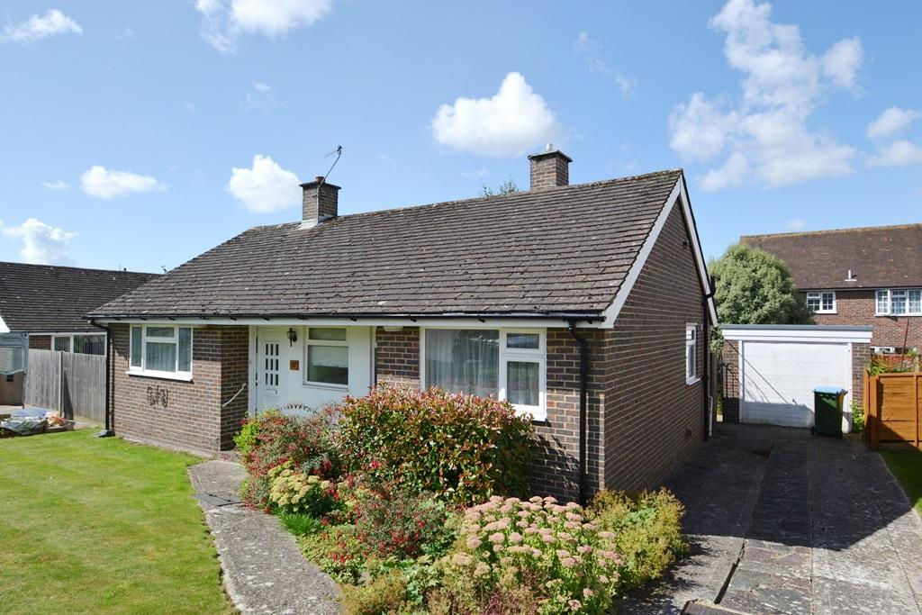 2 Bedrooms Detached Bungalow for sale in Beech Road, Findon Village, BN14 0UR