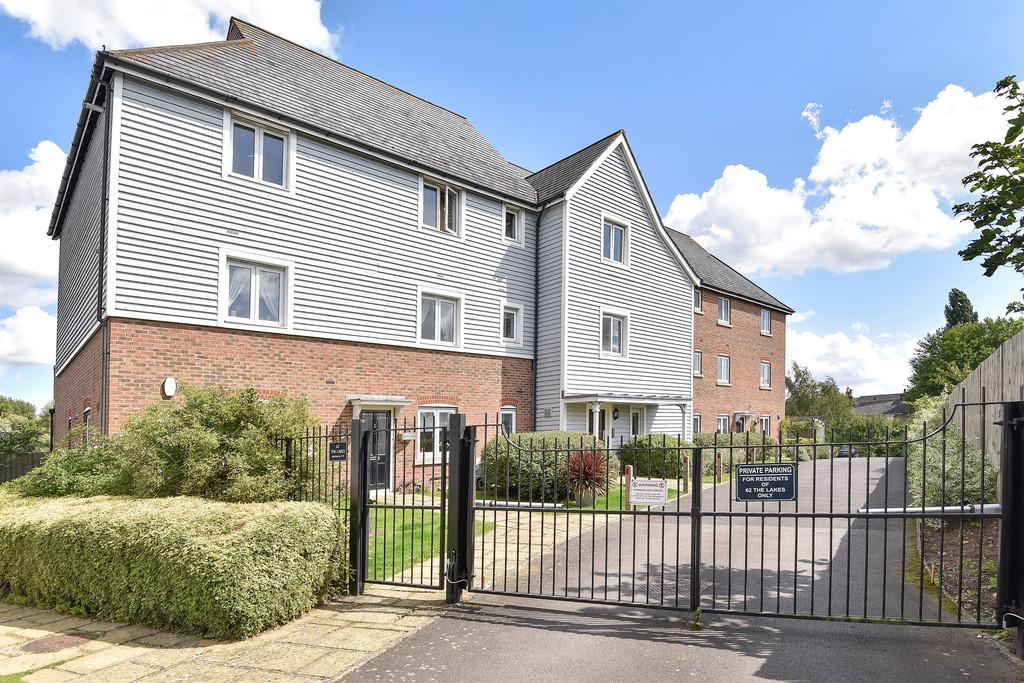 2 Bedrooms Apartment Flat for sale in The Lakes, Larkfield