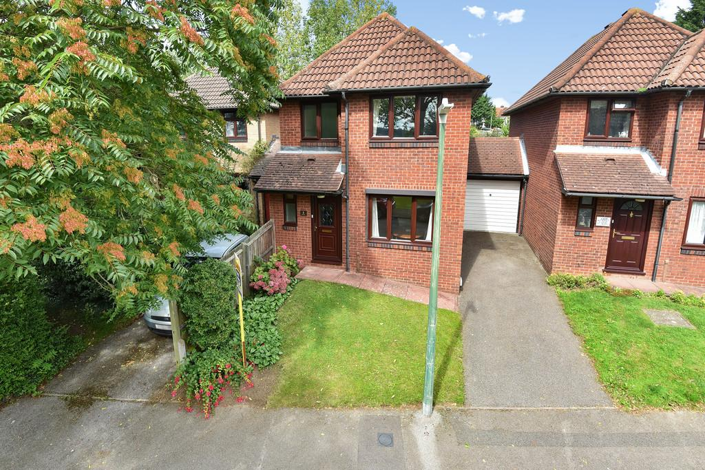 3 Bedrooms Link Detached House for sale in Abbots Field, Maidstone