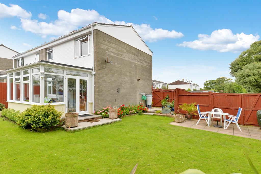 3 Bedrooms Semi Detached House for sale in Maple Close, Barton on Sea