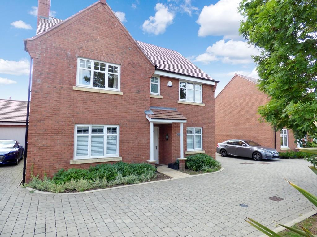 4 Bedrooms Detached House for sale in Poppy Close, Poppy Meadow, Stratford-Upon-Avon