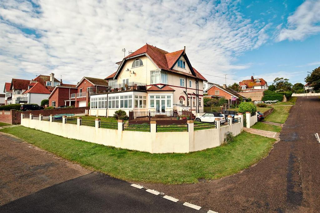 2 Bedrooms Flat for sale in Cliff Promenade, Broadstairs, CT10