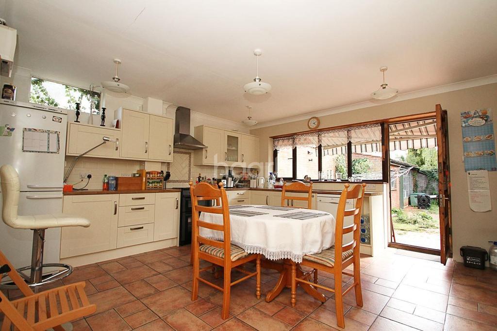 5 Bedrooms Semi Detached House for sale in Lavender Avenue, Worcester Park, Surrey, KT4