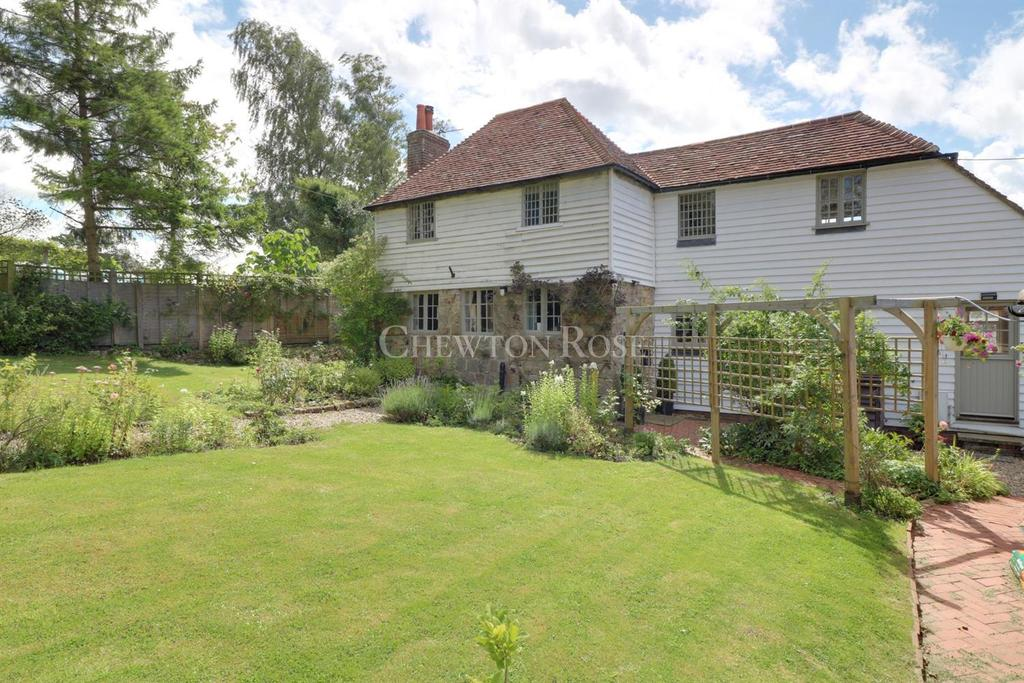 4 Bedrooms Detached House for sale in Salehurst, Robertsbridge, East Sussex. TN32