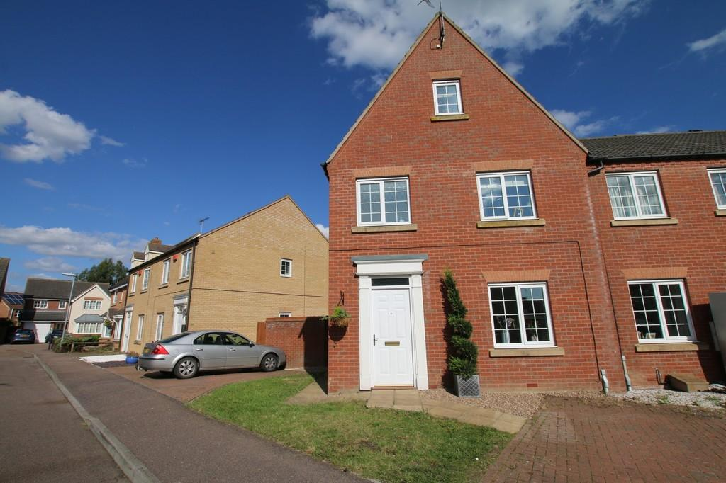 4 Bedrooms End Of Terrace House for sale in Saddlers Way, Chatteris