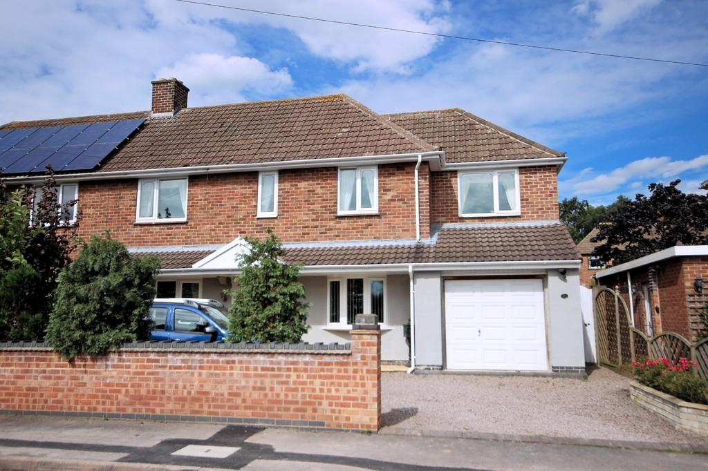 3 Bedrooms Semi Detached House for sale in Dysons Close, Measham