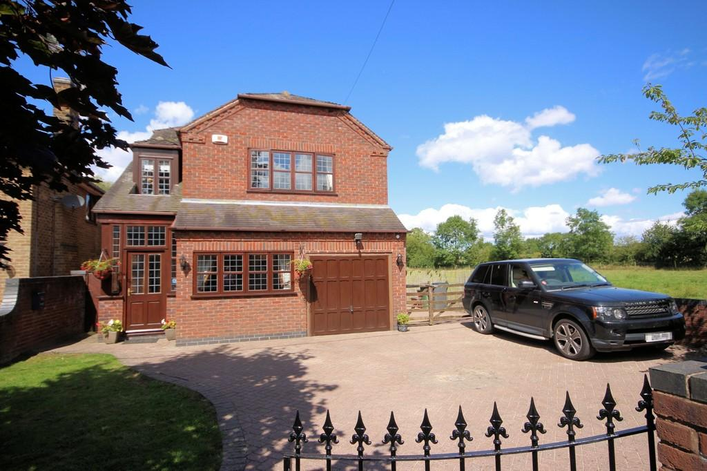 5 Bedrooms Detached House for sale in Spring Lane, Packington
