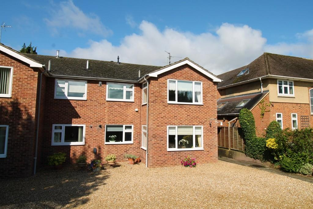 2 Bedrooms Apartment Flat for sale in Burnmill Road, Market Harborough
