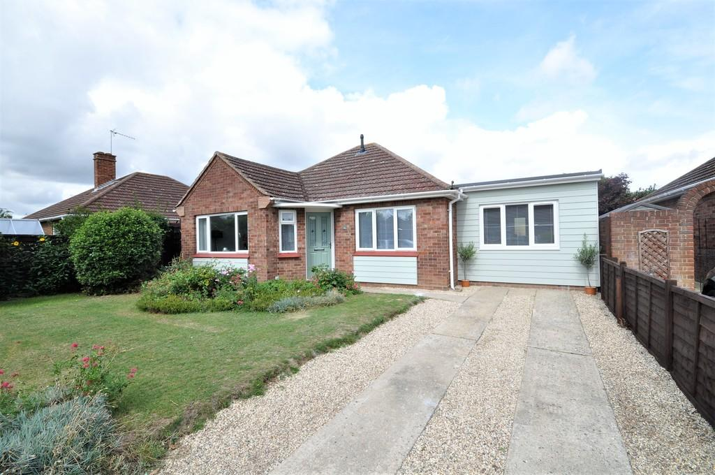 3 Bedrooms Detached Bungalow for sale in Whitefriars Way, Prettygate, CO3 4EL